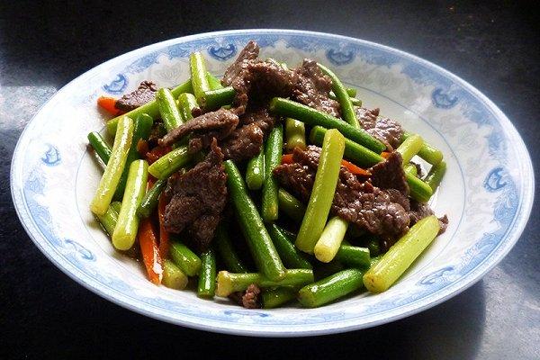 牛肉炒祘苔