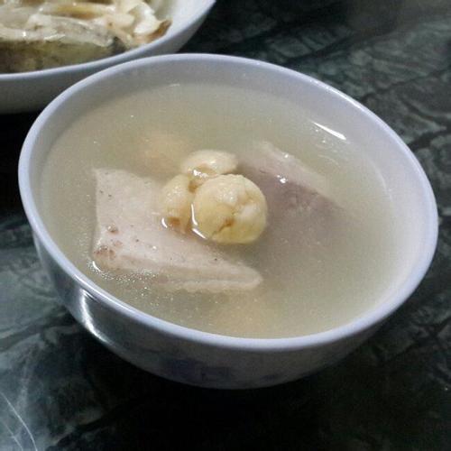 莲子猪肚汤