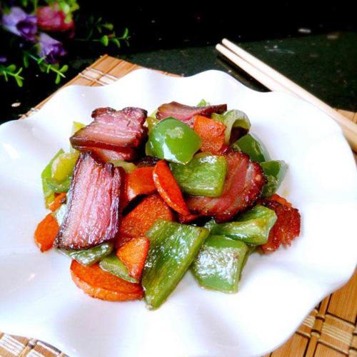 青椒腌制腊肉