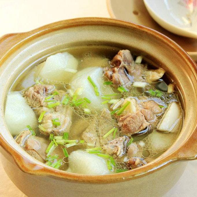 滋补羊肉萝卜汤的做法