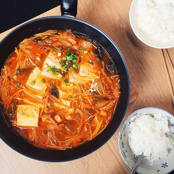 美味的韩国泡菜锅
