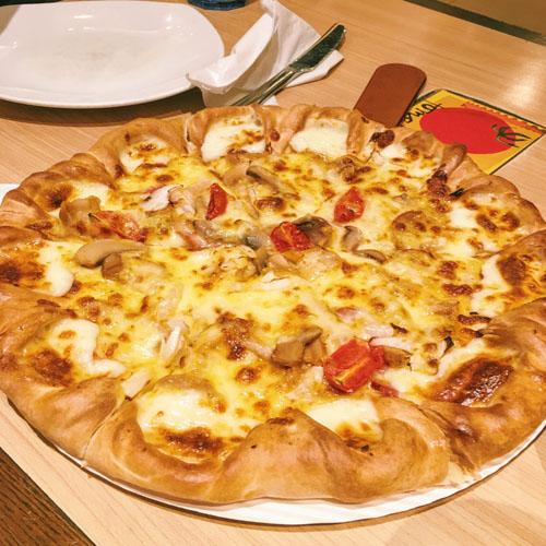 美味的培根比萨