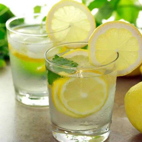 独特的柠檬水