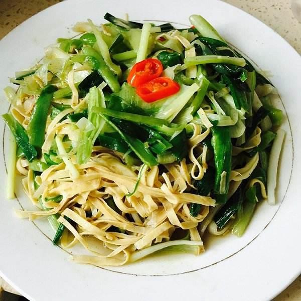 白菜炒千张