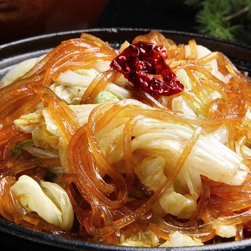 色泽鲜亮的猪肉白菜炖粉条