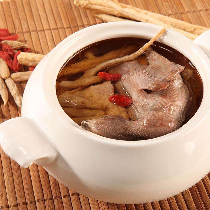 好喝的竹荪老鸭蓝花养生汤