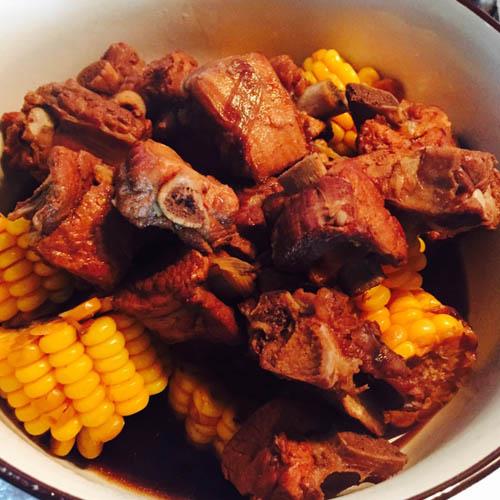 家庭版玉米炖排骨