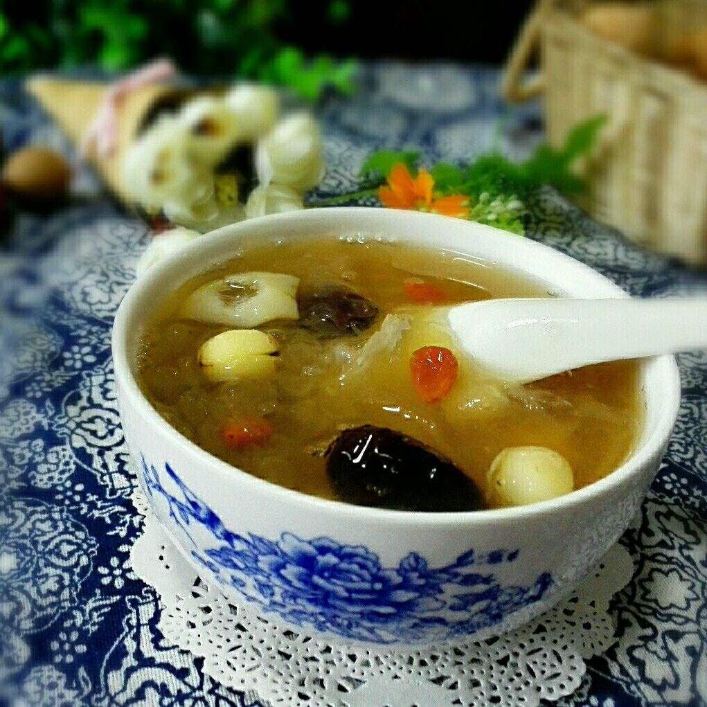 美味的百合银耳莲子汤