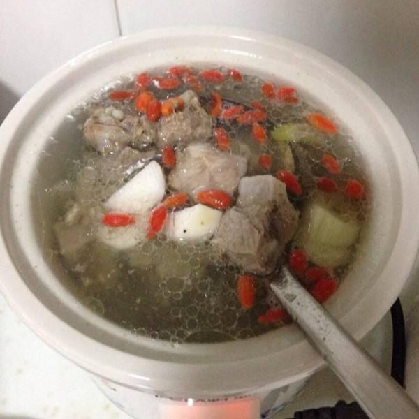 养胃的山药薏米排骨汤