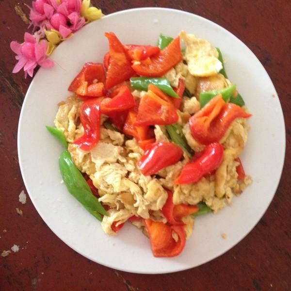 美味的西红柿辣椒炒鸡蛋