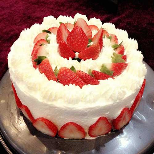 妈妈教我做草莓奶油蛋糕