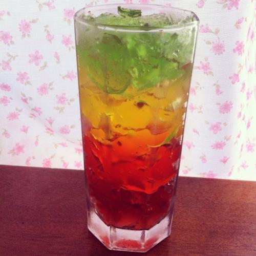 美丽的彩虹果冻