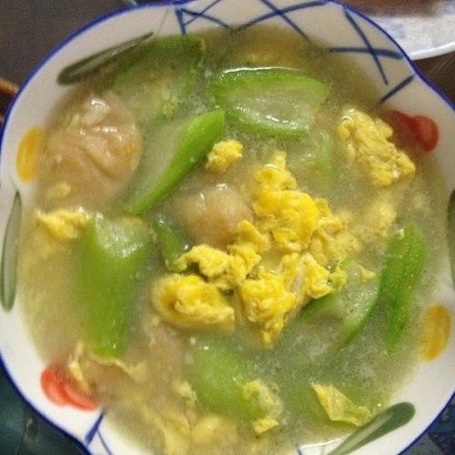 西红柿丝瓜鸡蛋汤