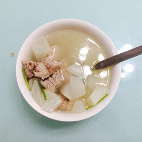 自制白萝卜排骨汤