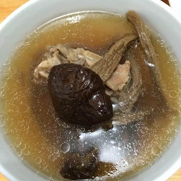 【DIY美食】茶树菇排骨汤
