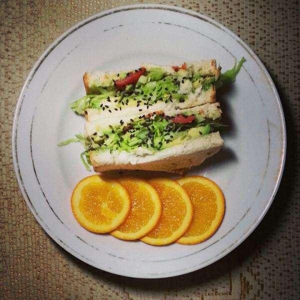 鸡蛋沙拉三明治