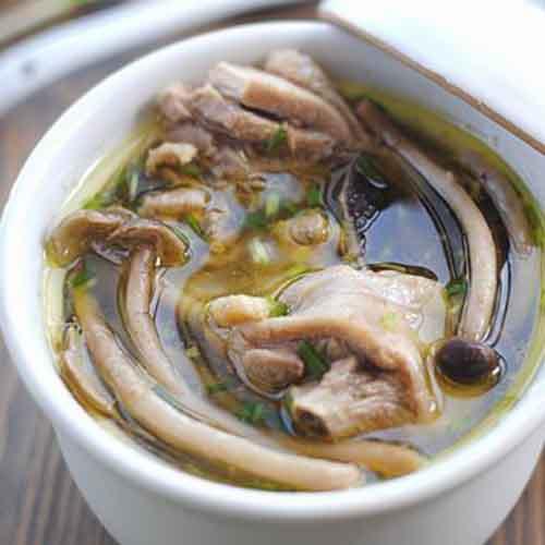 美味的茶树菇鸡汤
