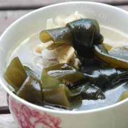 鲜美豆腐海带汤