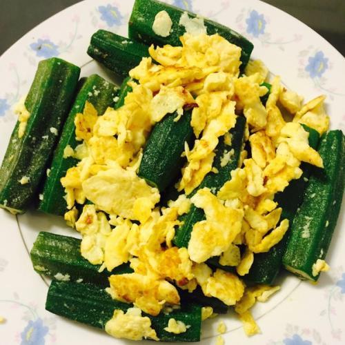 香气浓郁的秋葵炒鸡蛋