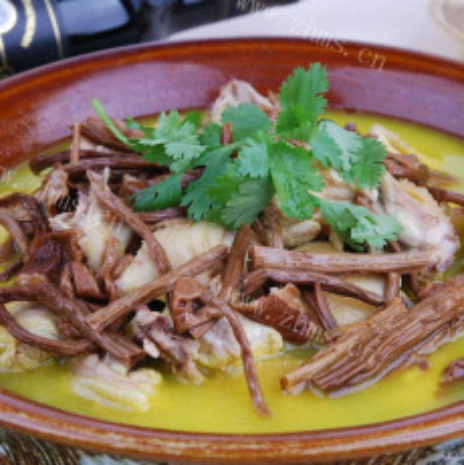 美味的茶树菇炖鸡