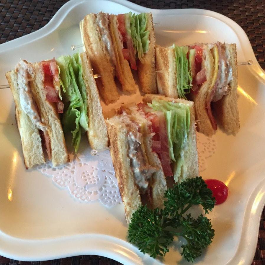 很有食欲的金枪鱼三明治