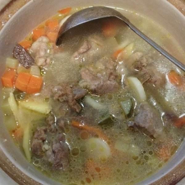 香气四溢的山药薏米排骨汤