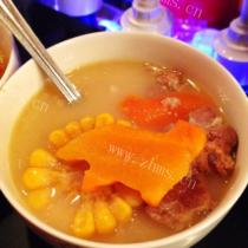 胡萝卜玉米猪骨汤