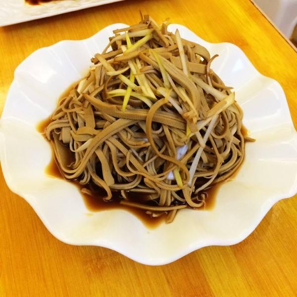 黄瓜拌豆腐丝
