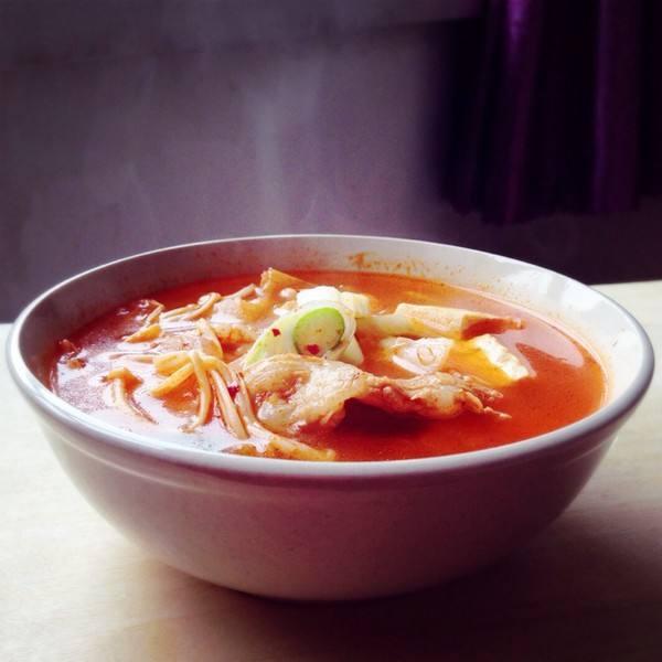 正宗的韩国泡菜锅