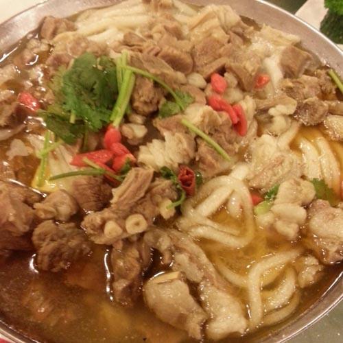 清淡的羊肉汤锅