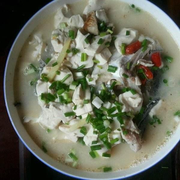 妈妈做的鱼头炖豆腐