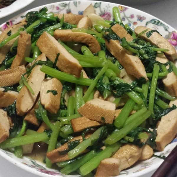 茼蒿炒豆腐