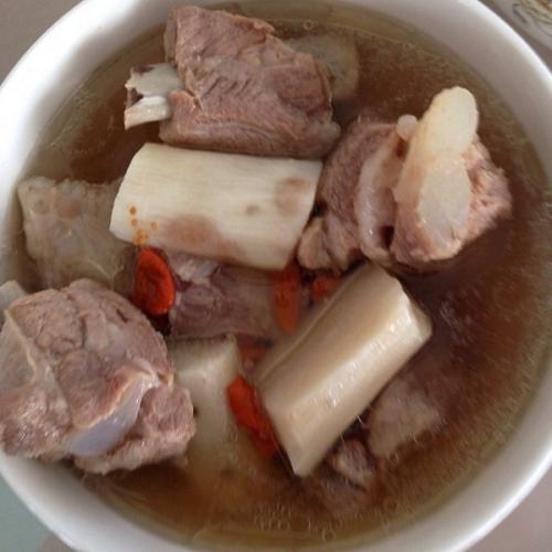 美味的排骨藕汤