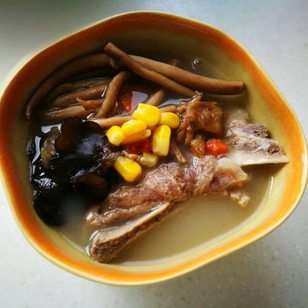 简单健康的茶树菇排骨汤