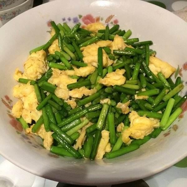 香味四溢的蒜苔炒鸡蛋