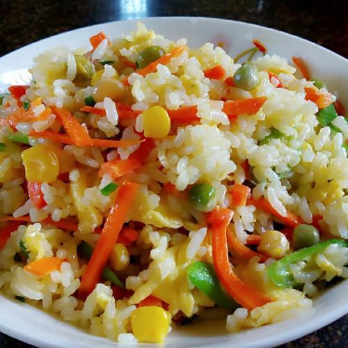 胡萝卜玉米炒饭