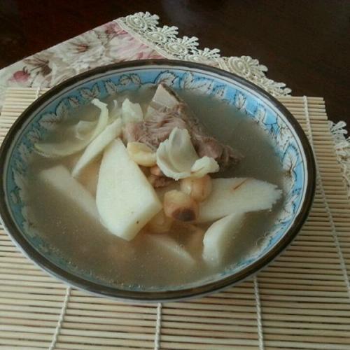 自己做的莲子芡实核桃煲瘦肉