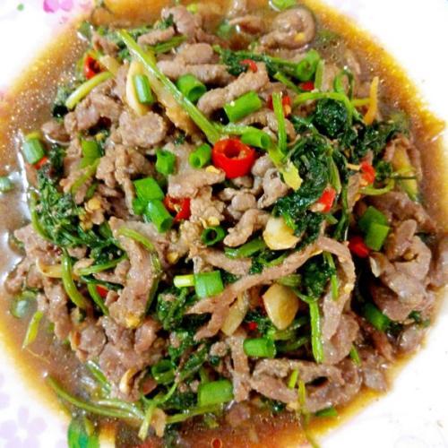 香菜剁椒小炒牛肉粒