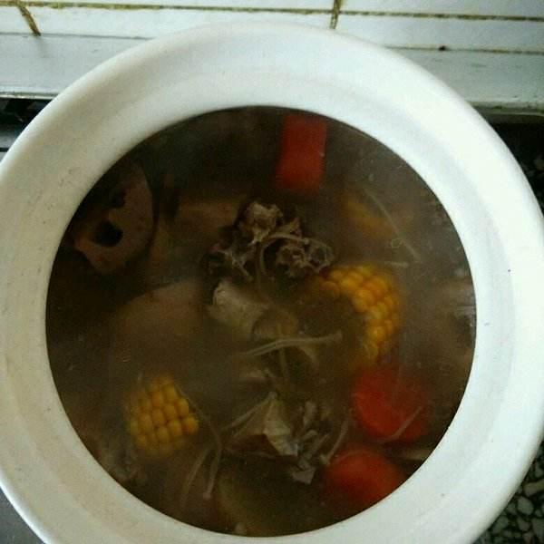 口蘑鲜笋排骨汤