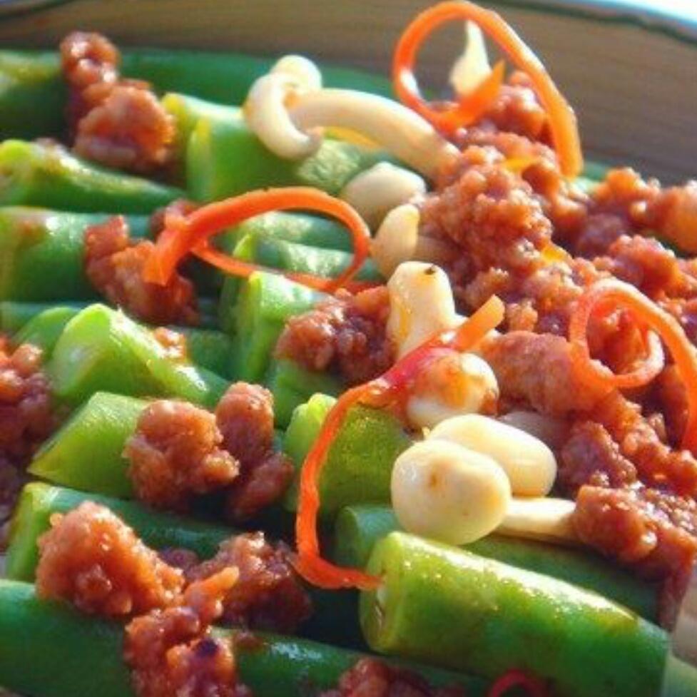 好吃的金针排骨酱焖扁豆