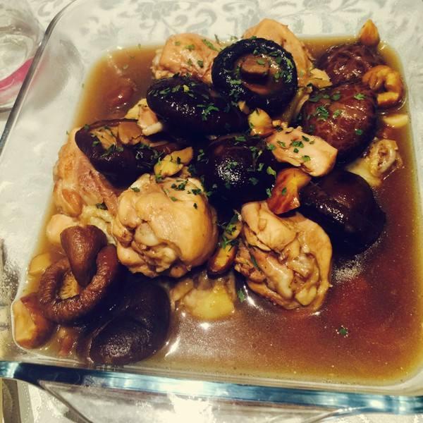 香菇焖鸡块