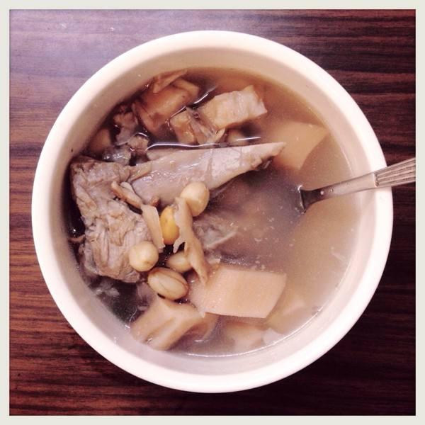 花生猪尾汤