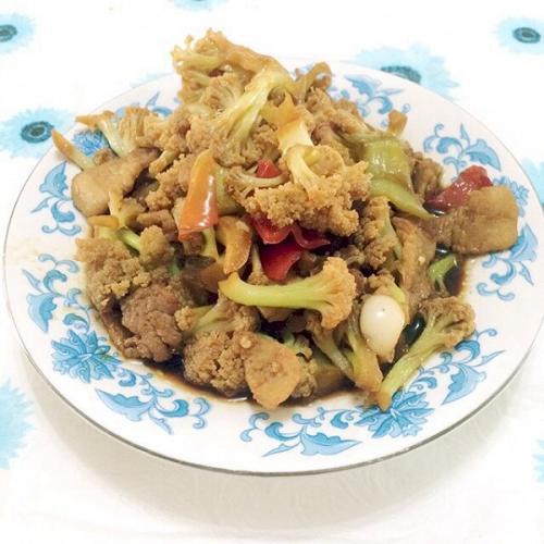 猪肉炒菜花