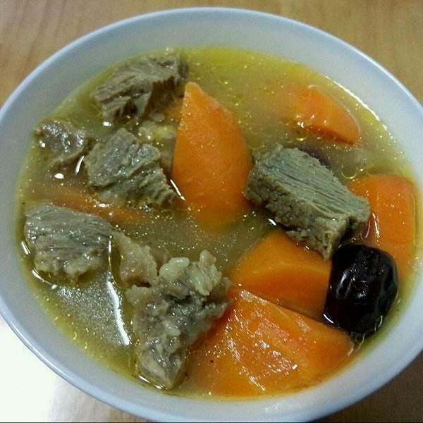 胡萝卜煲牛肉湯