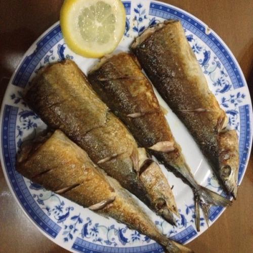 鲜美的香煎秋刀鱼