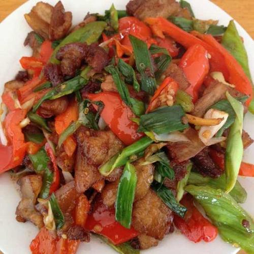 五花肉炒辣椒