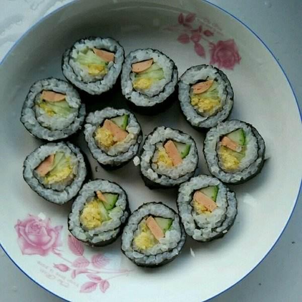 好吃的紫菜寿司卷