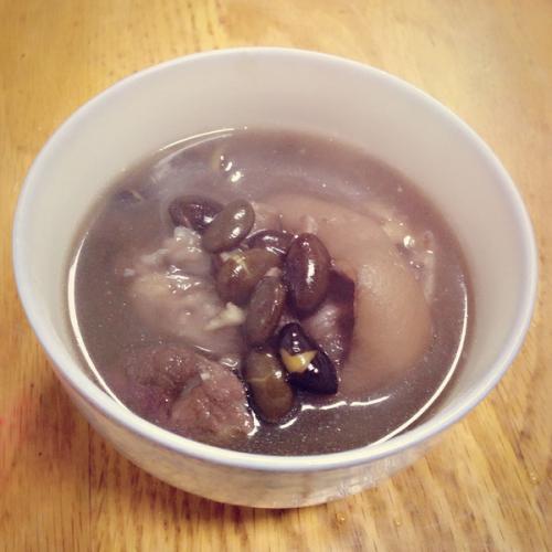黑豆猪蹄汤
