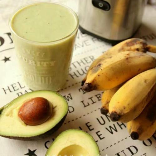 香蕉牛油果奶昔