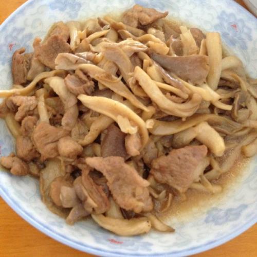 五花肉炒平菇